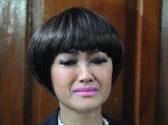 Julia Perez Menangis Karena Gaston Tak Hadir Sidang Cerai Perdana